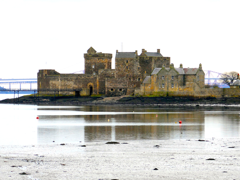 Blackness castle - Linlithgow car-free adventures