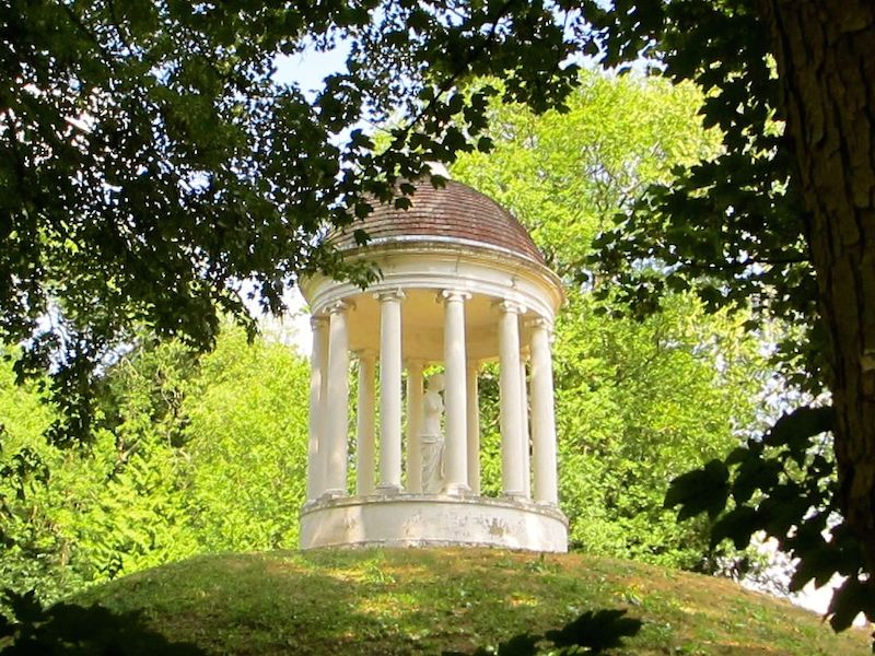 Neo-classical temple - High Wycombe car-free adventures