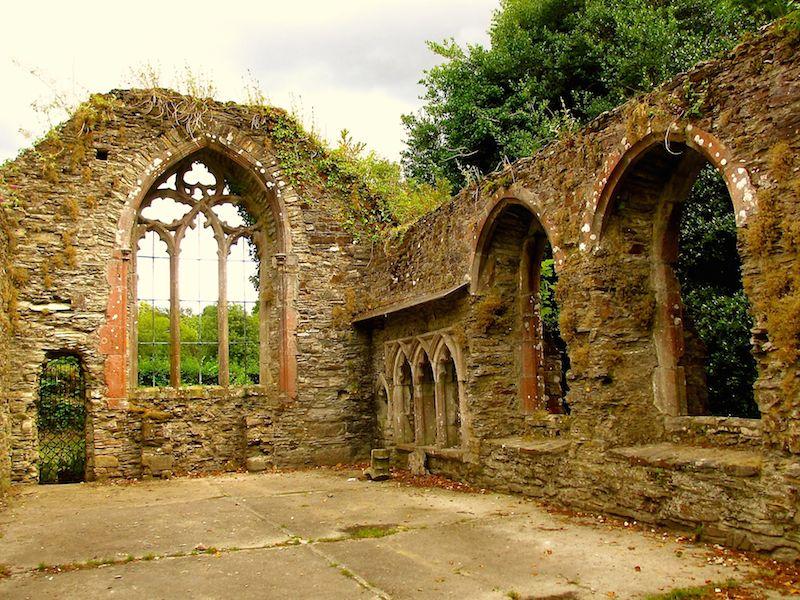 Church ruins - Bodmin car-free adventures