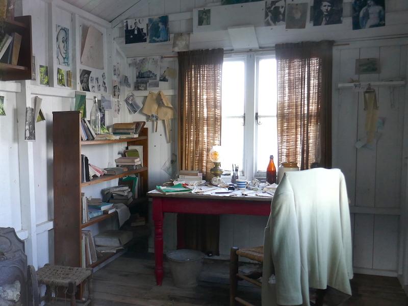 Dylan Thomas' shed - Carmarthen car-free